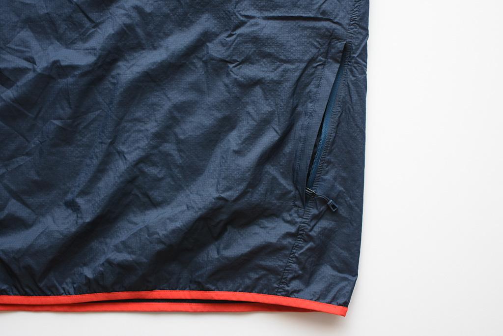 「フーディニ・スナップT・プルオーバー」のポケットは便利