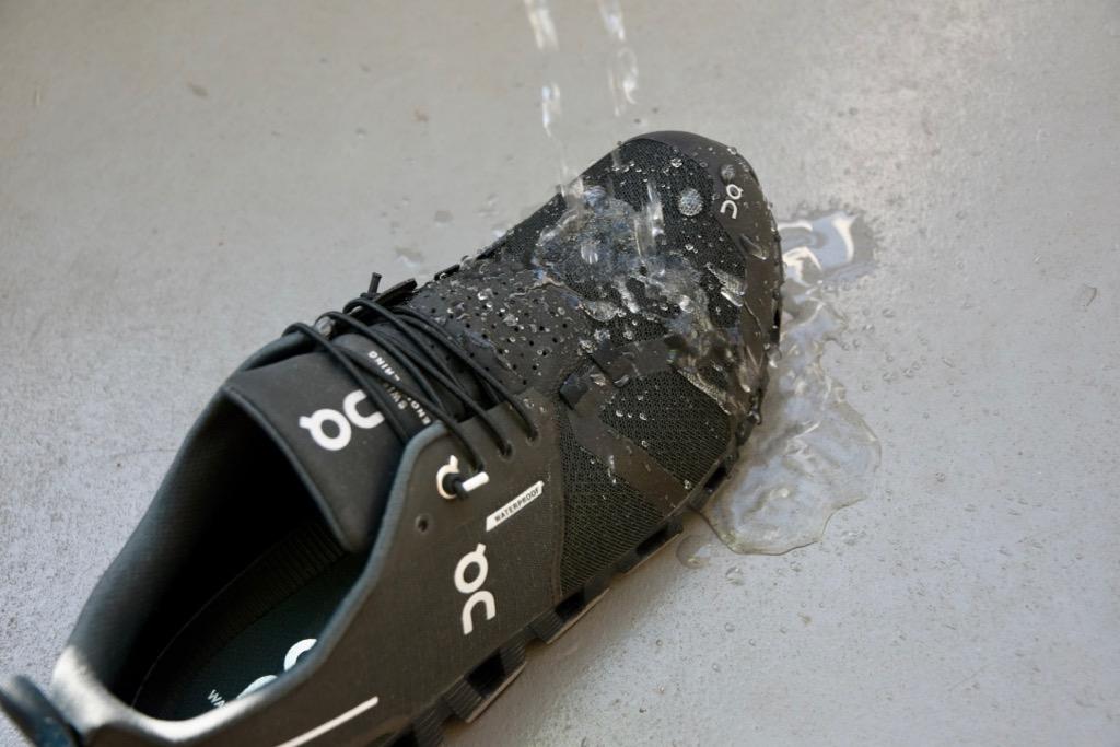 「クラウド ウォータープルーフ」の防水性能は普段使いなら十分