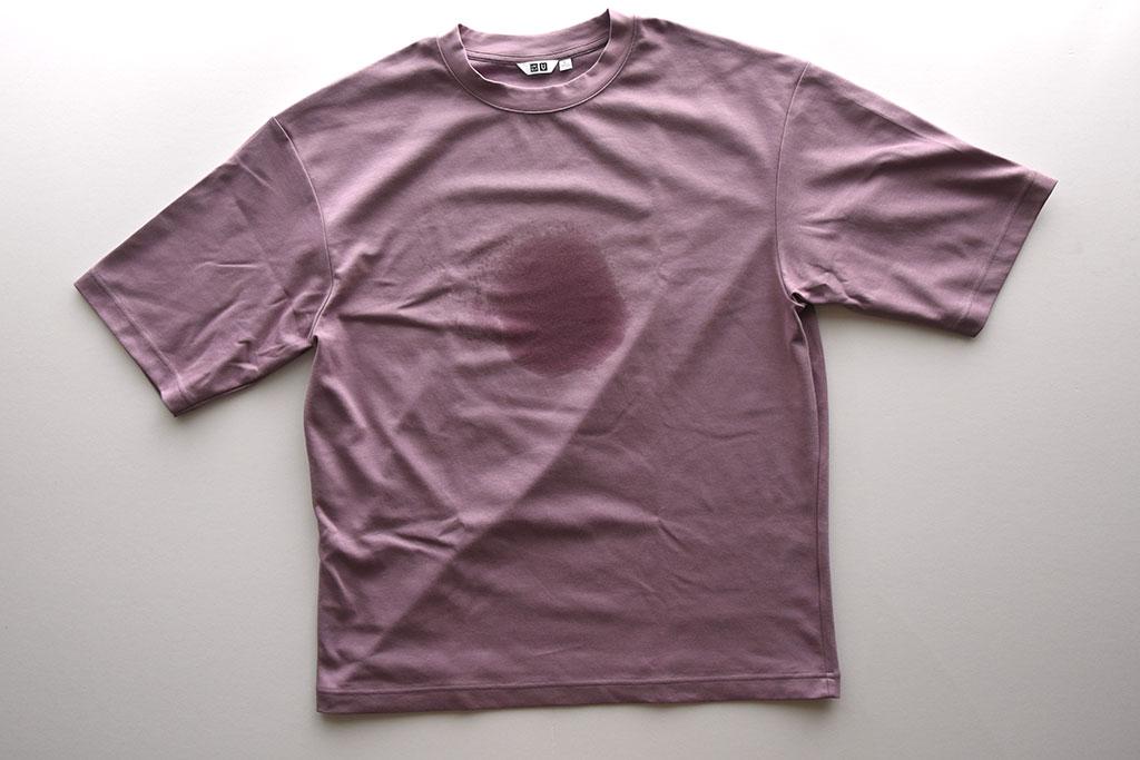 カラー次第でかなり汗が目立つ「エアリズムコットンオーバーサイズTシャツ」
